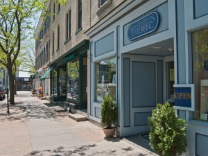 Downtown Skaneateles is right around the corner .