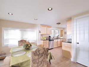Gorgeous kitchen with granite countertops .