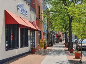 Restaurants and shopping in downtown Skaneateles .