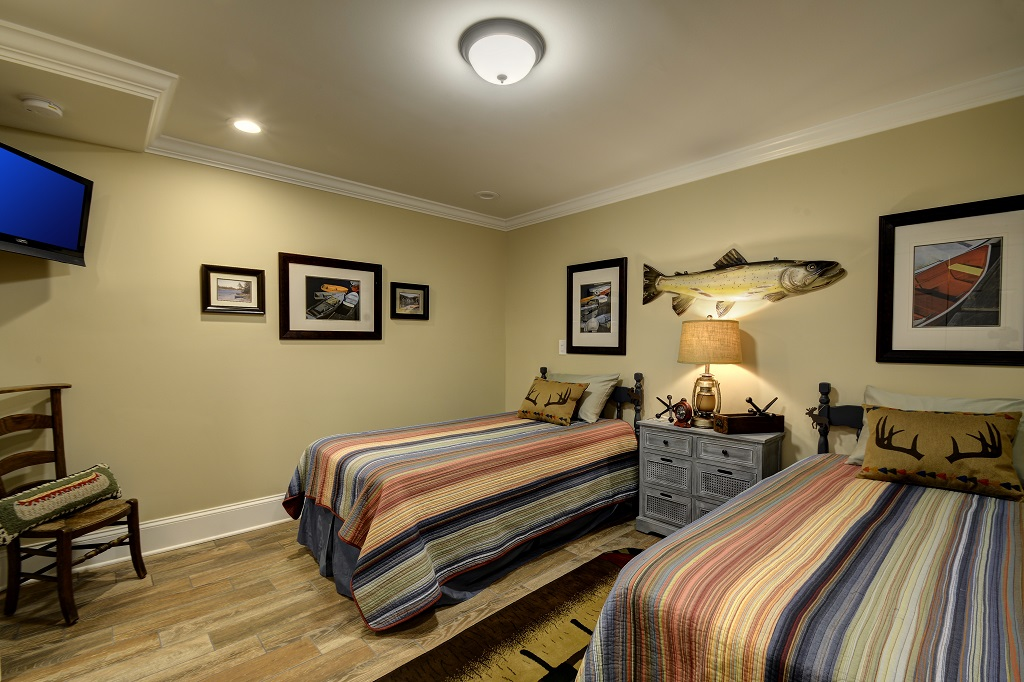 A perfect getaway! Enjoy our lower level Skaneateles Lake inspired twin bedroom