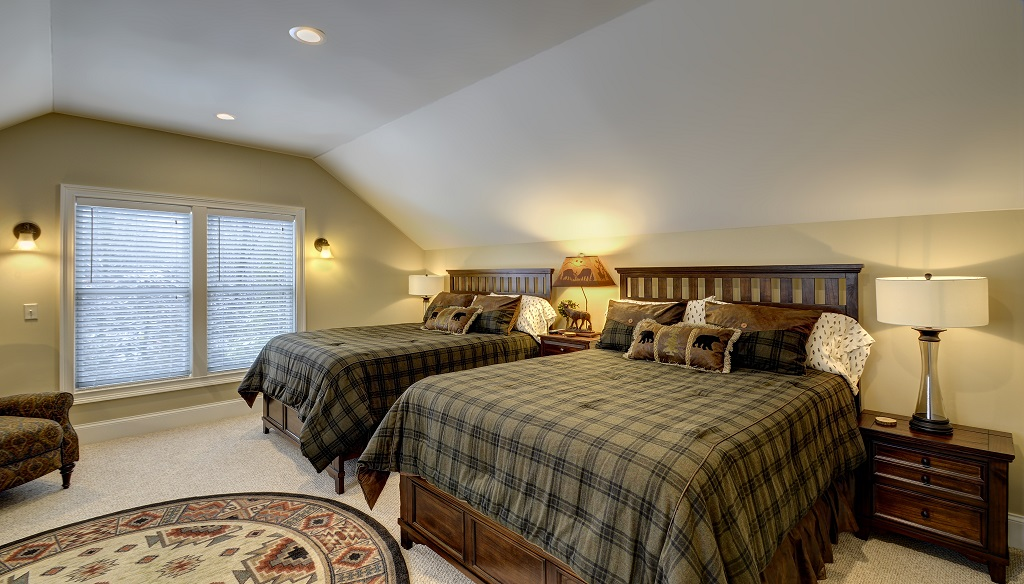 Rustic and charming 2nd level guest bedroom with double queen beds and sofa bed