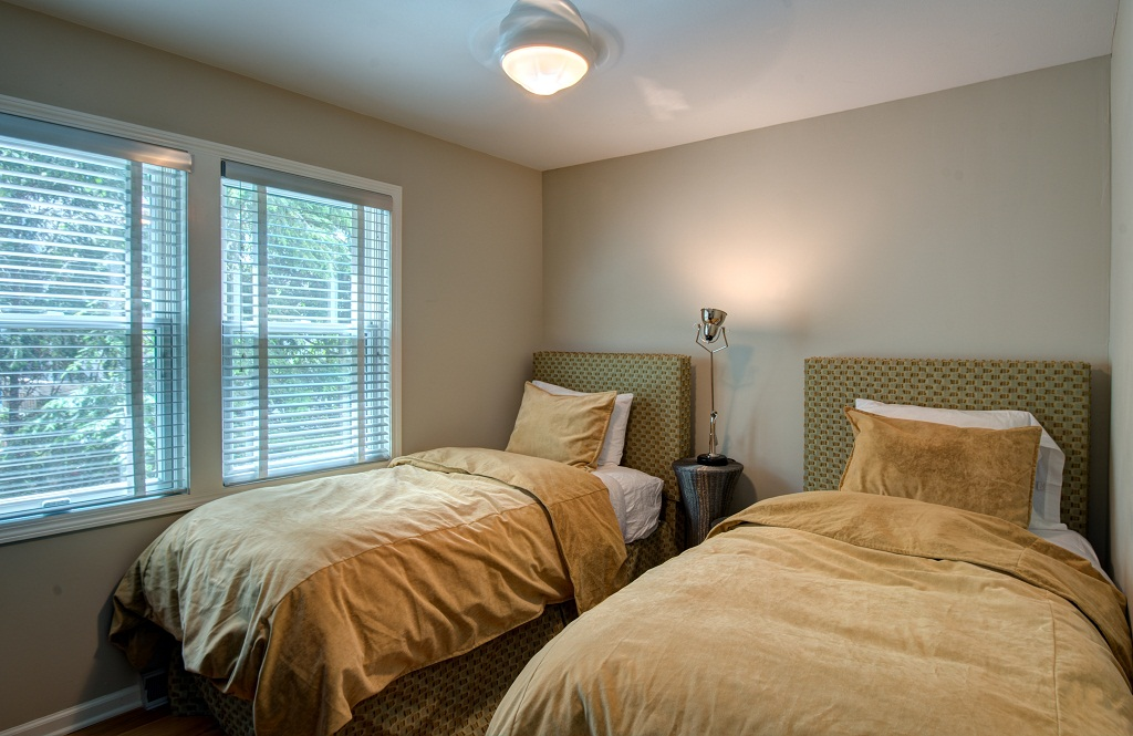 second level guest bedroom with twin beds