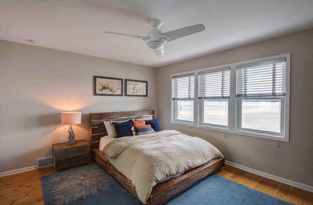 Second level guest room with queen bed