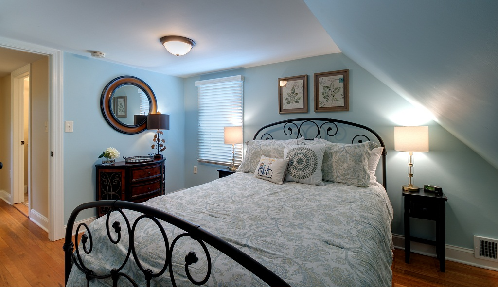 Upper level guest bedroom with queen sized bed