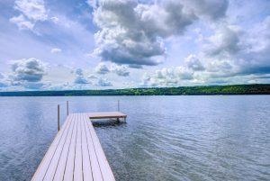 Expansive dock
